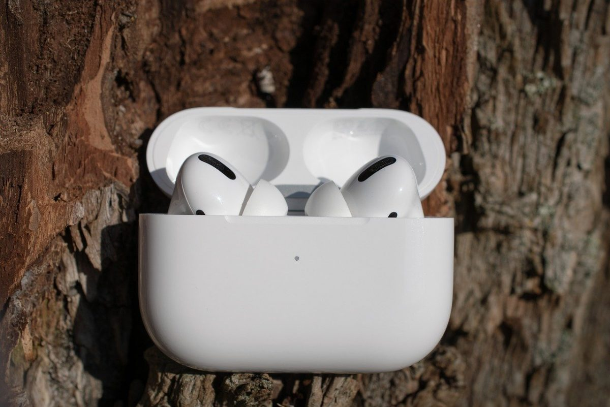 Blk Pods vs AirPods