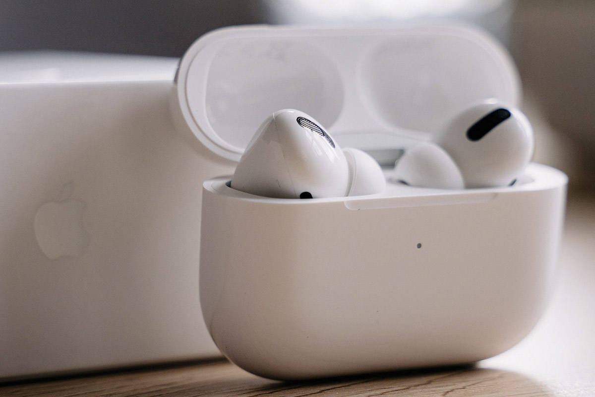 Why Are AirPods So Expensive & Overpriced?
